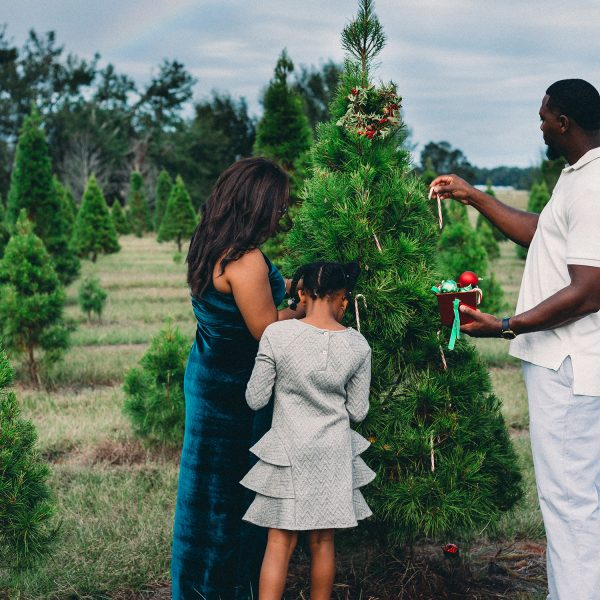 Family Christmas Traditions That Bring Joy Year After Year