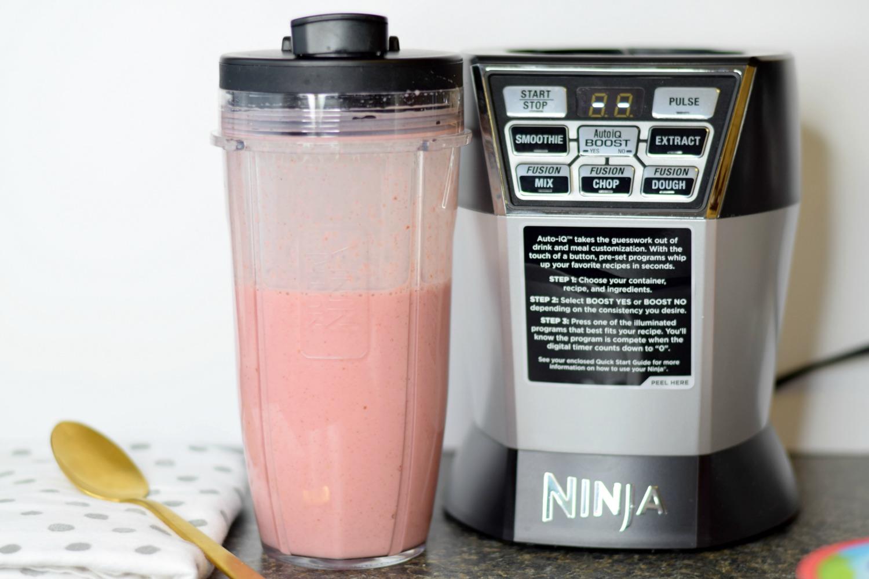 Strawberry Oatmeal Lactation Smoothie | Bianca Dottin