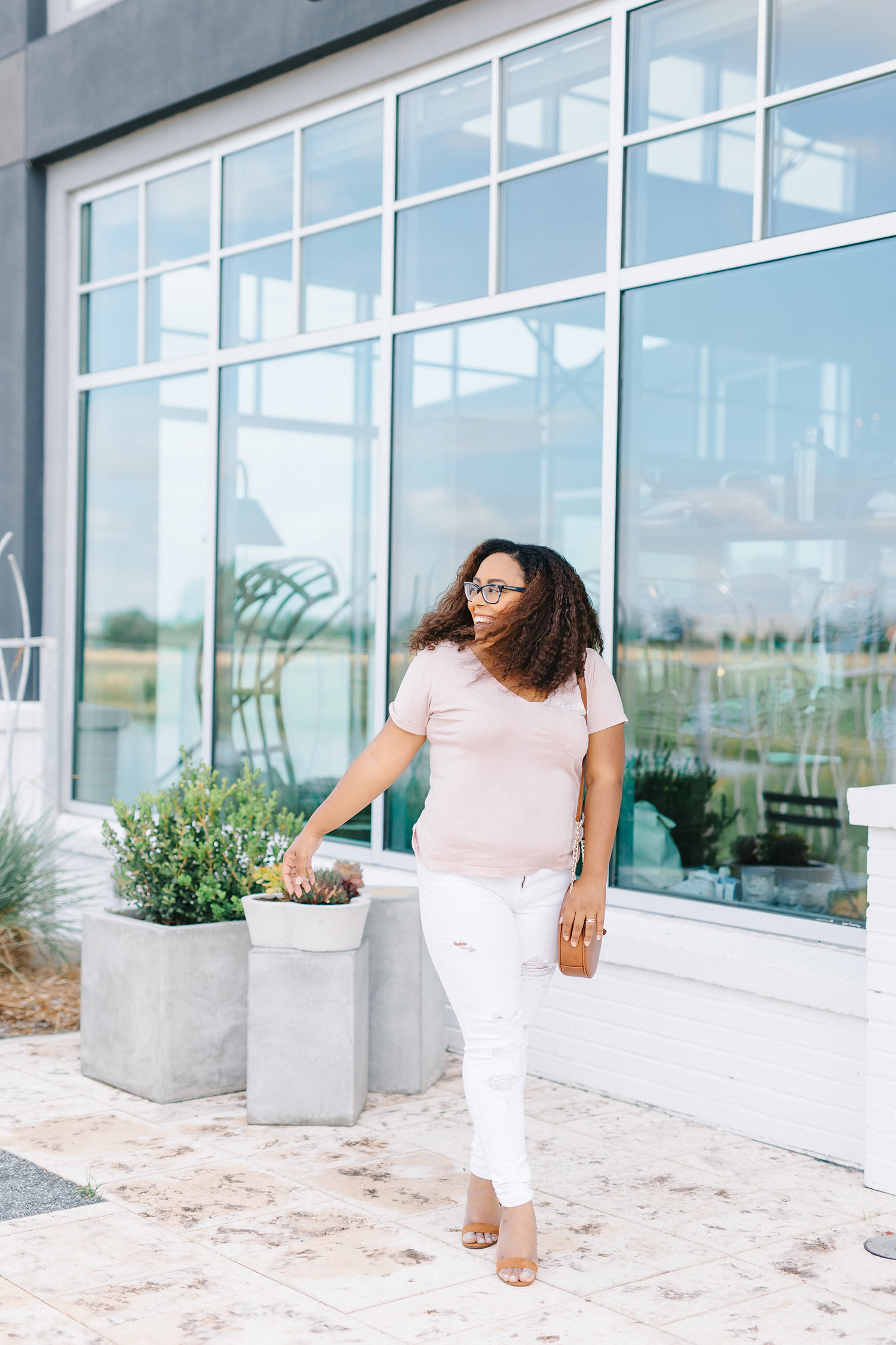 6 Reasons to Wear White Jeans in The Summer - Bianca Dottin