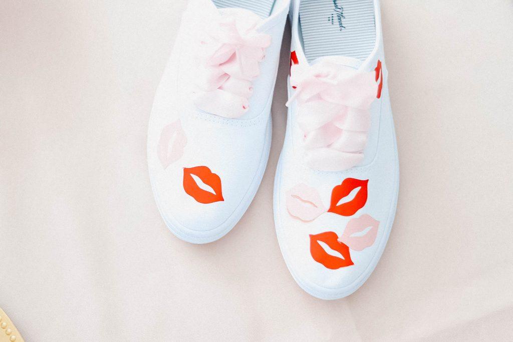 lip print shoes